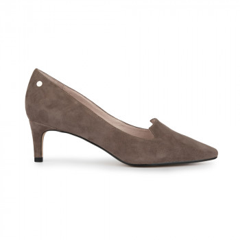 KID SUEDE POINTY TOE PUMP WITH STUD DETAIL