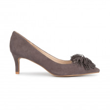 KID SUEDE POINTY TOE PUMP WITH FRINGED OMAMENT